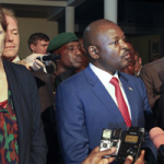 Burundi President Pierre Nkurunziza and U.S. ambassador to the U.N. Samantha Power, Gitega, Burundi, Jan. 22, 2016 (AP photo)